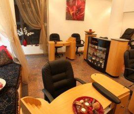 La Nails Salon and Spa